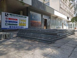 Усилени ремонти кипят в сградата на Община Девня и прилежащите